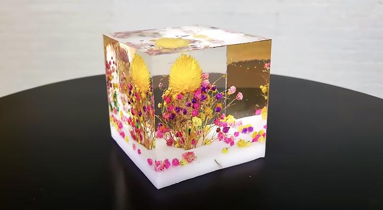 Куб с цветами